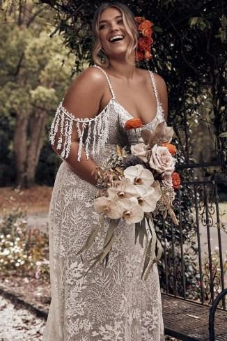 Impressive Wedding Dresses Ideas That Are Perfect For Curvy Brides12