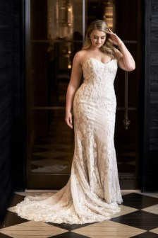 Impressive Wedding Dresses Ideas That Are Perfect For Curvy Brides14