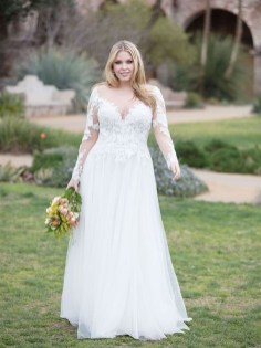 Impressive Wedding Dresses Ideas That Are Perfect For Curvy Brides21