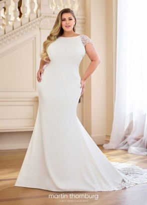 Impressive Wedding Dresses Ideas That Are Perfect For Curvy Brides27