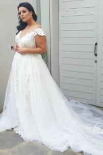Impressive Wedding Dresses Ideas That Are Perfect For Curvy Brides31