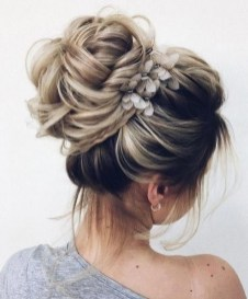 Unique Bun Hairstyles Ideas That Youll Love18