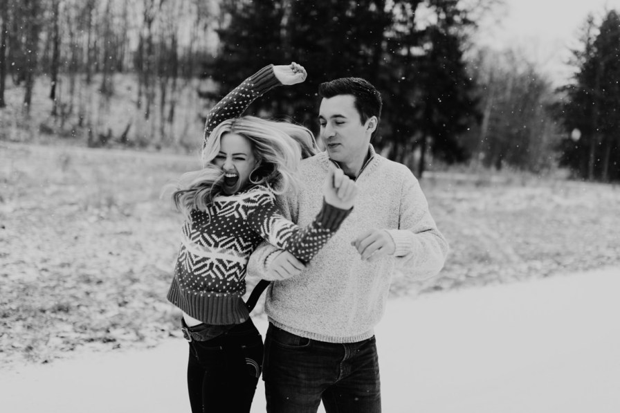 cute-winter-engagement-session-005.jpg