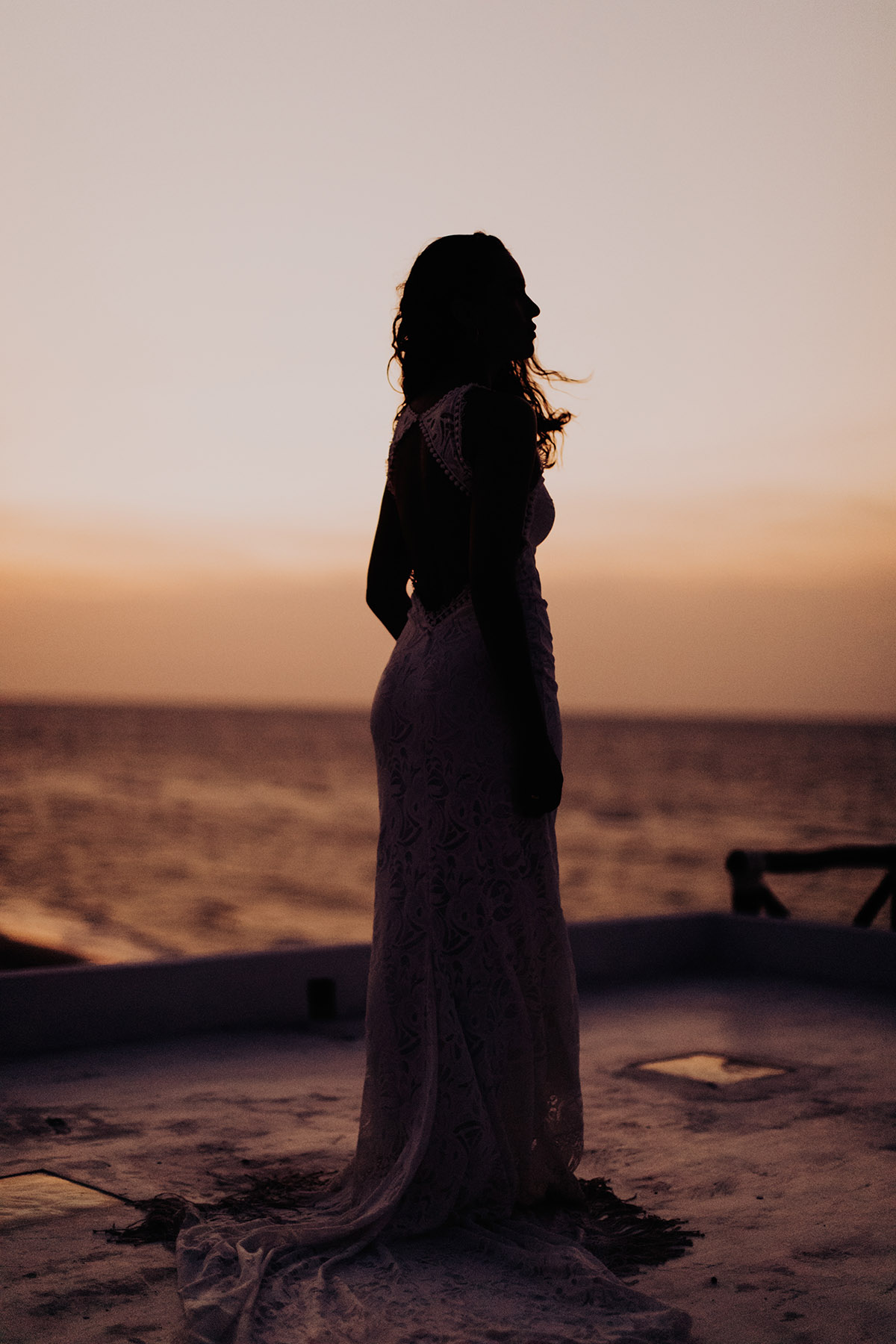 destination-elopement-photographer-beach-eloepemen