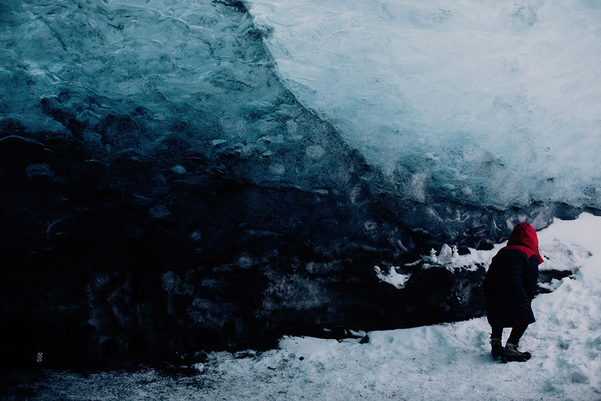 ice-cave-elopement-iceland-location-boy in ice-cave