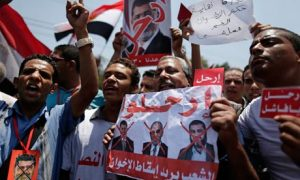 Opponents of President Mohamed Morsi protest outside the presidential palace in Cairo