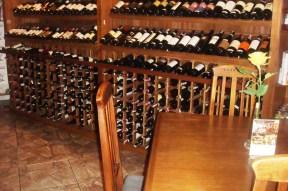 Adega tripla, parte inferior. Restaurante Chateaux de las Montaignes, em Itaipava. 2010.
