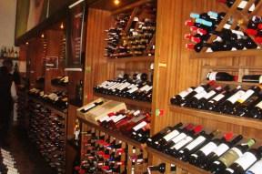 Adega tripla. Restaurante Chateaux de las Montaignes. Itaipava, RJ. 2010.