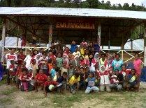 Foto bersama warga setelah perpisahan