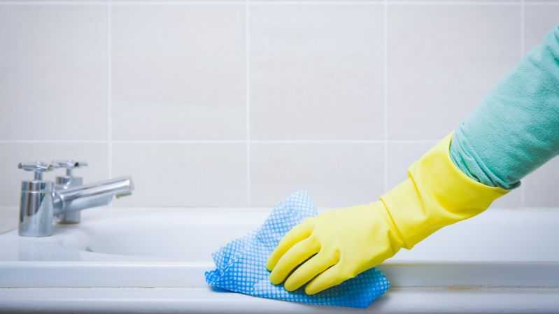 Tips to clean a Bathroom_comp
