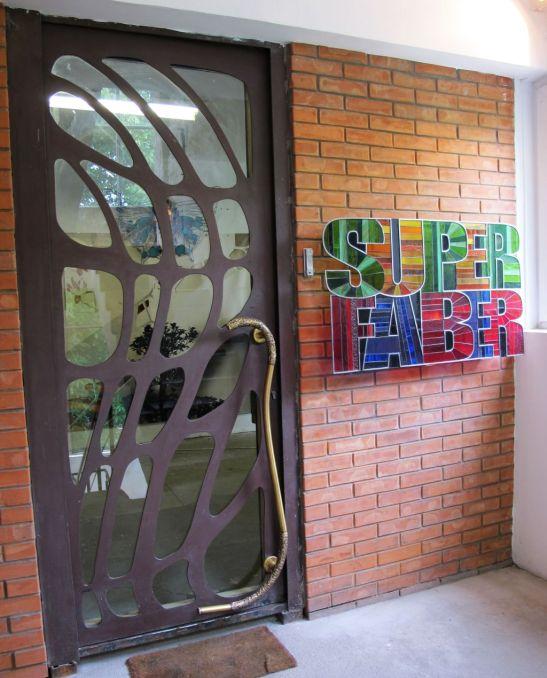 Intrarea in birourile si atelierele SuperFaber