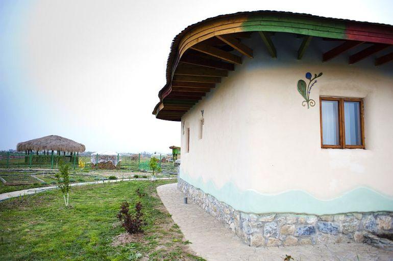 adelaparvu.com despre casa din chirpici la Ciolpani, Poiana Florilor, designer Elena Vasiliu arh. Raluca Suru, Foto Dragos Boldea (67)