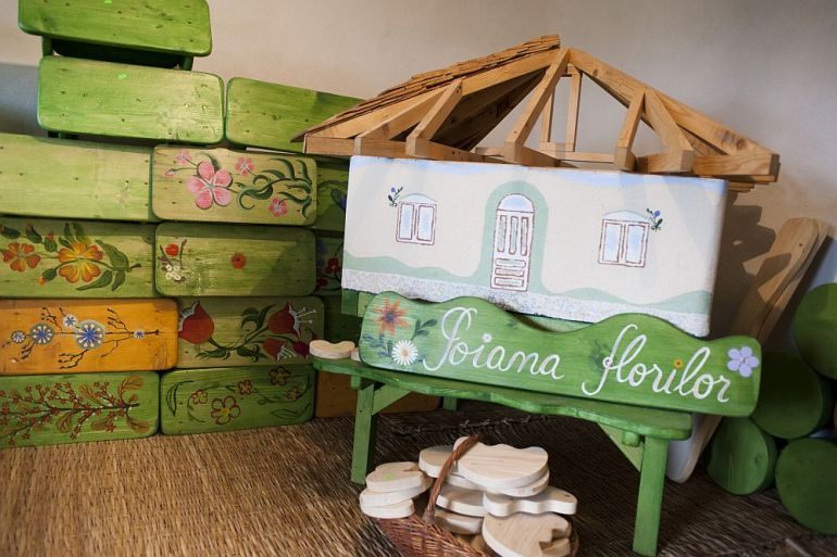 adelaparvu.com despre casa din chirpici la Ciolpani, Poiana Florilor, designer Elena Vasiliu arh. Raluca Suru, Foto Dragos Boldea (71)