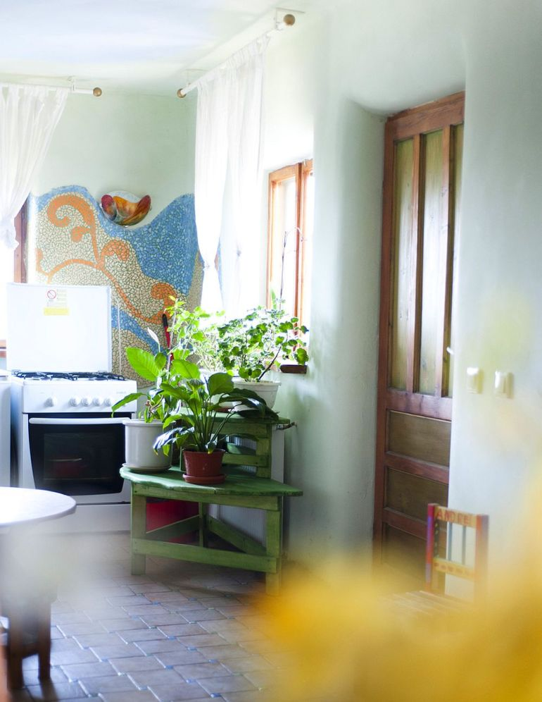 adelaparvu.com despre casa din chirpici la Ciolpani, Poiana Florilor, designer Elena Vasiliu arh. Raluca Suru, Foto Dragos Boldea (8)