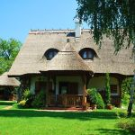 adelaparvu.com despre casa cu acoperis din stuf, casa in Ungaria, casa de vacanta, Foto Bungalow Net (47)