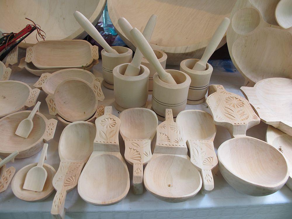 adelaparvu.com despre obiecte cioplite in lemn de familia Lepadatu Baneni Valcea, obiecte de bucatarie si tabure traditionale din lemn (11)