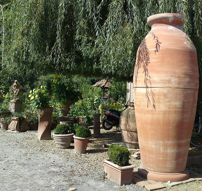 adelaparvu.com despre vase, ghivece, statuete, jardiniere din teracota, design Terecote, Sighisoara (2)