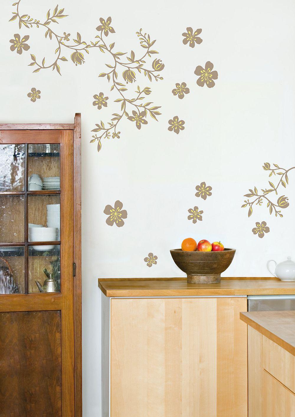 Modelele abstracte si marunte de stickere decorative o sa-ti dea impresia ca ai perete pictat