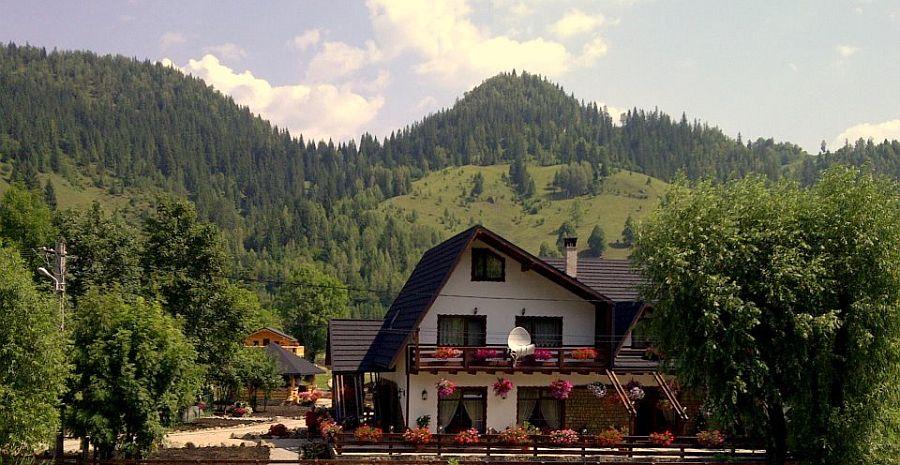 adelaparvu.com despre pensiune Bucovina, Casa Baciu, Fundu Moldovei, Romania (6)