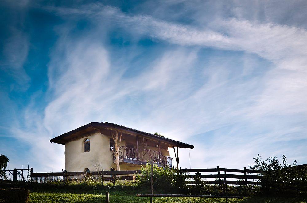 adelaparvu.com despre casa din baloti de paie Popasul Verde, Sangeorz Bai, Romania, proprietar Paul Axinte (30)