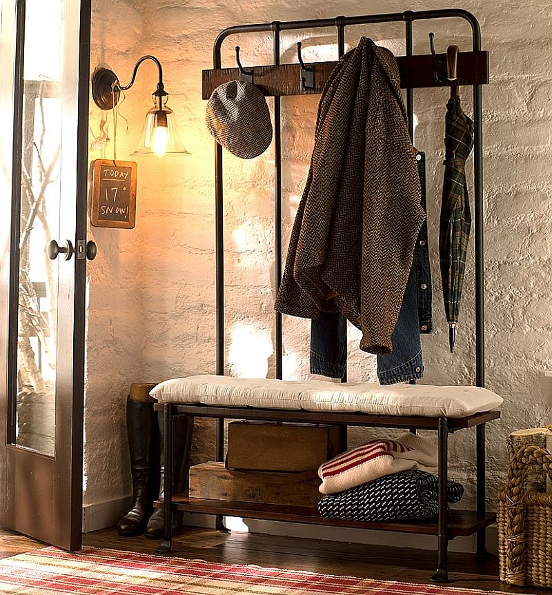 Mobilierul din fier are un aer vintage. Important este sa ofere loc de sedere si de depozitare. Foto Pottery Barn