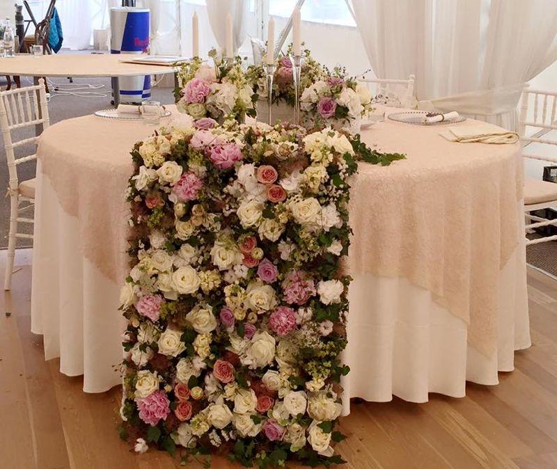 adelaparvu.com despre decor floral pentru nunta in cort, design floral Nicu Bocancea, Floraria Iris (1)