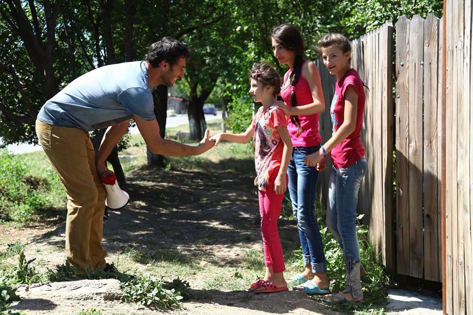 adelaparvu.com despre casa celor 3 surori de la Poiana, Visuri la cheie, ProTv, sezonul 2, Dragos Bucur si surorile Joita 2 (1)