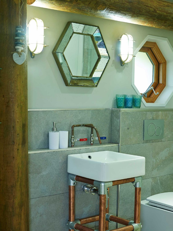 adelaparvu.com despre casuta de vacanta eco in Tara Galilor, Treberfedd Farm, design interior Cream and Black (20)