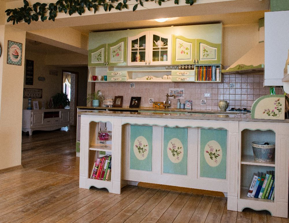 adelaparvu.com despre mobila din lemn pictata, artist Cristina Moldovan, Pictural Decor, Foto Gerry Husti (6)