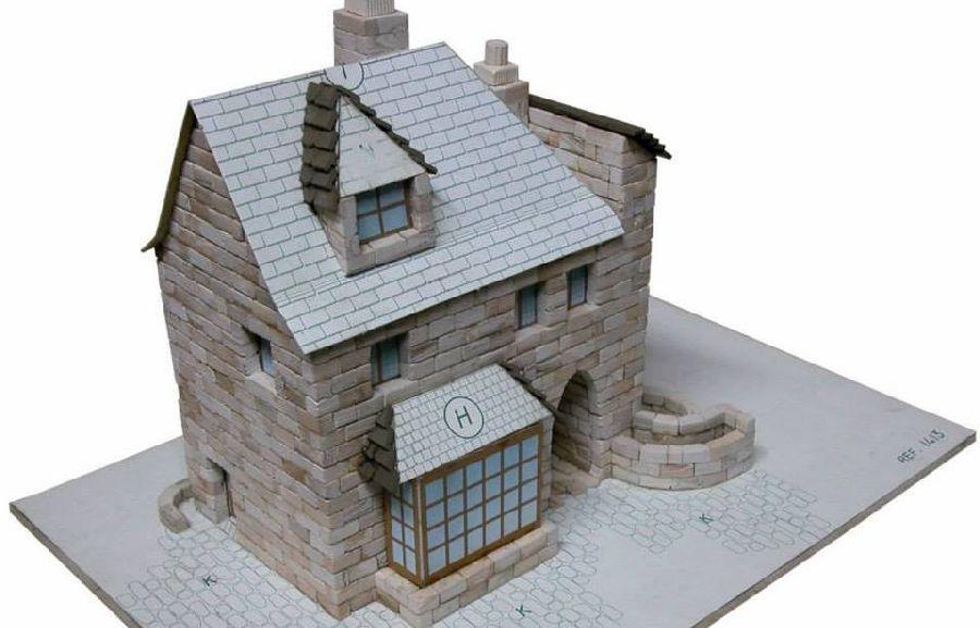 adelaparvu.com despre casa in stil englezesc, casa miniaturala, etape constructie, Atelierul de modelism (5)