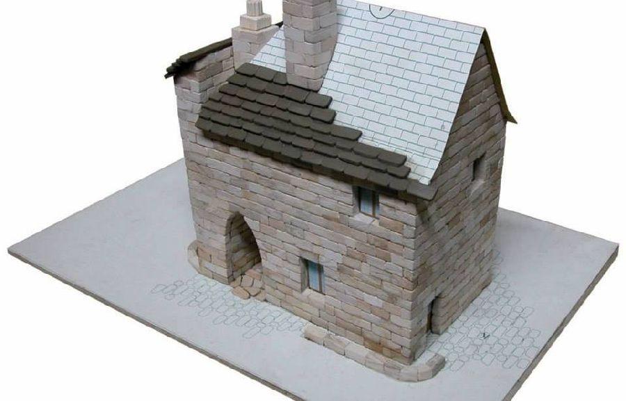 adelaparvu.com despre casa in stil englezesc, casa miniaturala, etape constructie, Atelierul de modelism (6)