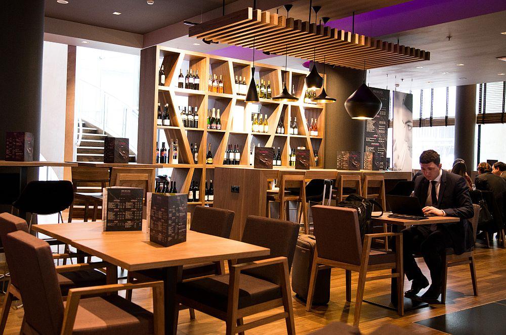 adelaparvu.com despre Winstone, restanurant de vinuri Hotel Novotel, Bucuresti (8)