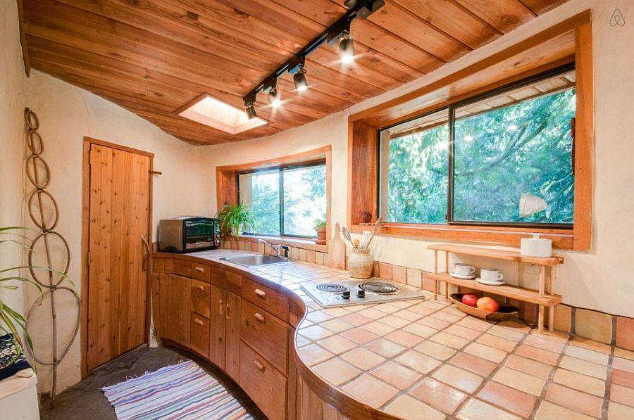 adelaparvu.com despre casa de vacnata din lut, Cob Cottage, canada, design Cobworks si Cob Cottage Company (18)