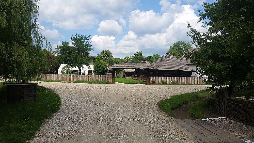 adelaparvu-com-despre-case-traditionale-romanesti-muzeul-viticulturii-si-pomiculturii-golesti-jud-arges-romania-foto-adela-parvu-9