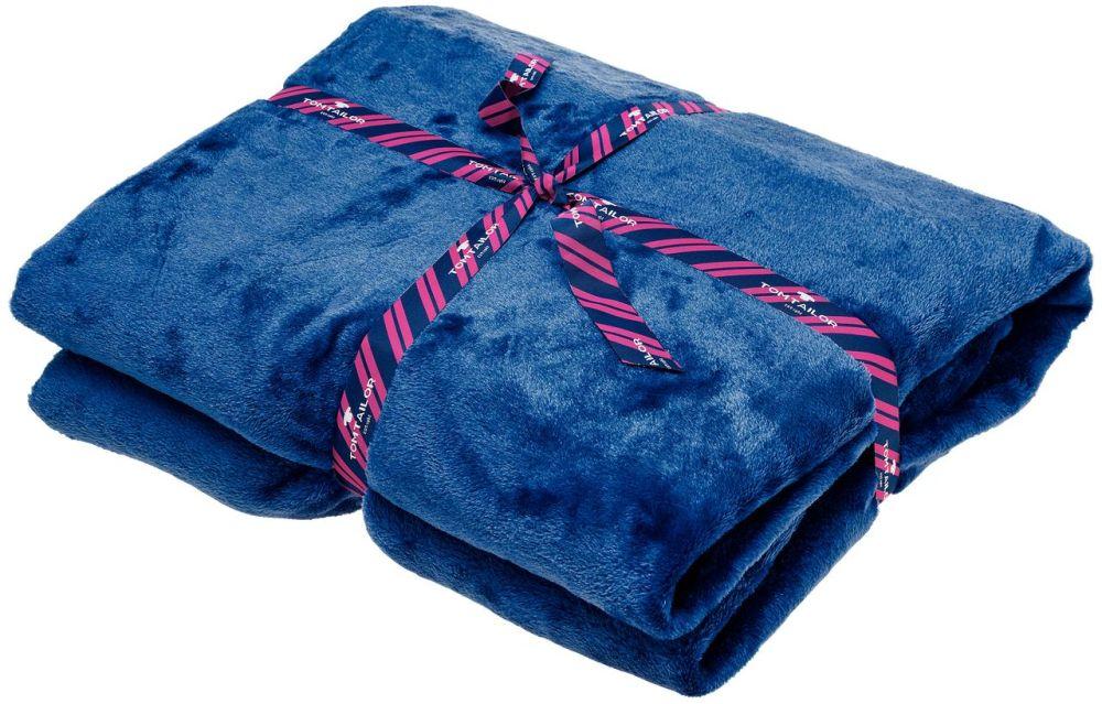 adelaparvu.com despre colorarea casei cu decoratiuni textile, Foto Kika Patura Tom Tailor albastra