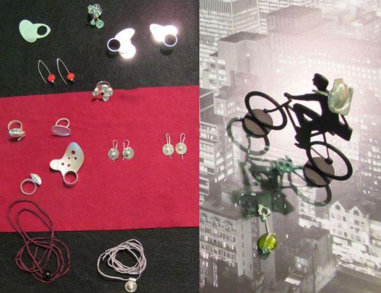 Bijuterii contemporane realizate de Alina Simion sunt atipice si pentru persoane extravagante. Arata foarte interesant cand le porti. Evident ca am incerc si eu un inel :)