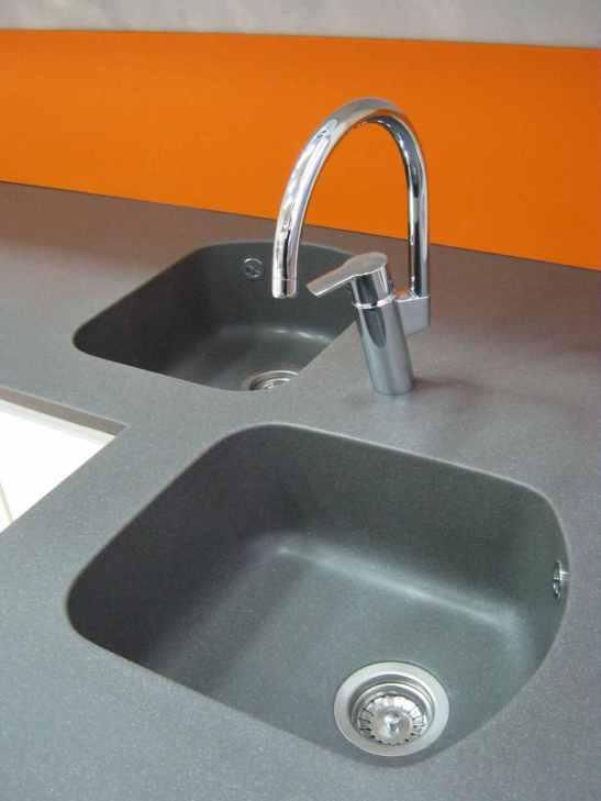 Chiuveta dubla in blat bucatarie grasolit Metallic cu placare pe perete a materialului denumit Rector Orange de la KUMA