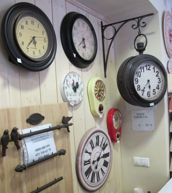 Ceasuri de diferite marimi si forme pentru interior de la 90 la 900 lei gasesti la Comptoir de Famille