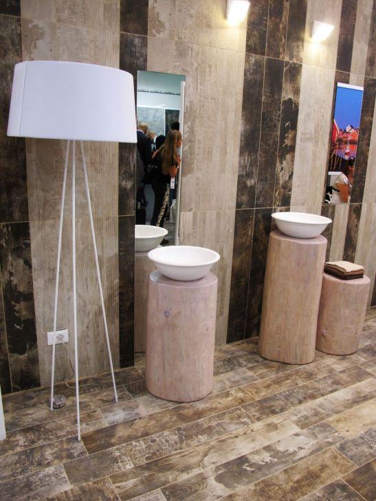 Placi ceramice ce imita lemnul in standul firme La Fabbrica Ceramiche la Cersaie 2013