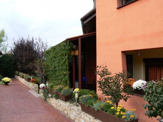 adelaparvu.com despre gradina unei case de familie la Iasi peisagist Claudiu Ivascu (6)