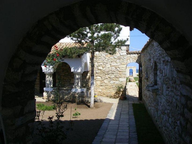 adelaparvu.com despre Mihai Cubanit zidarul caselor de piatra (12)