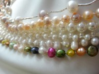 A wee selection of pearl necklaces I've made.