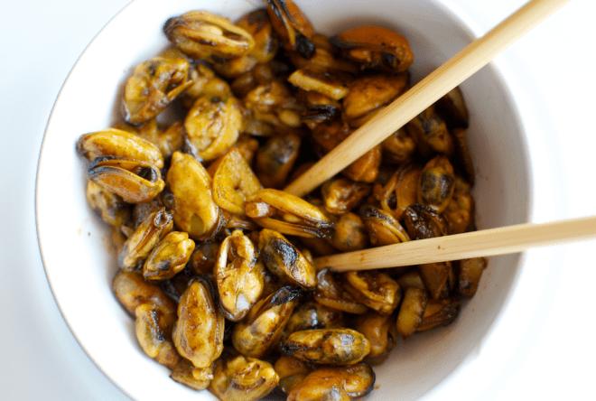 Midii cu usturoi si sos de soia