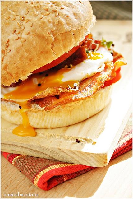 ama sandwich cu bacon