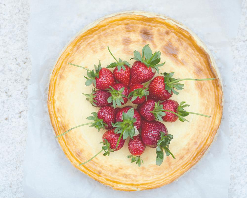 cheesecake-cu-lavanda-si-capsuni-fara-gluten