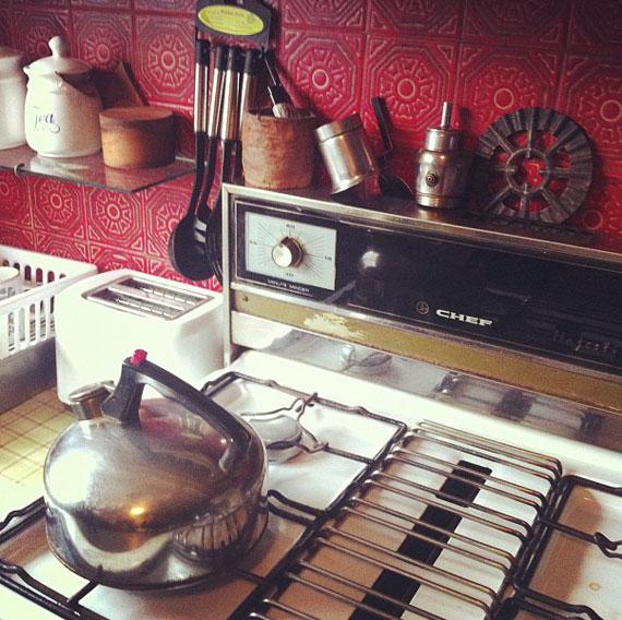 tea-pot-on-stove
