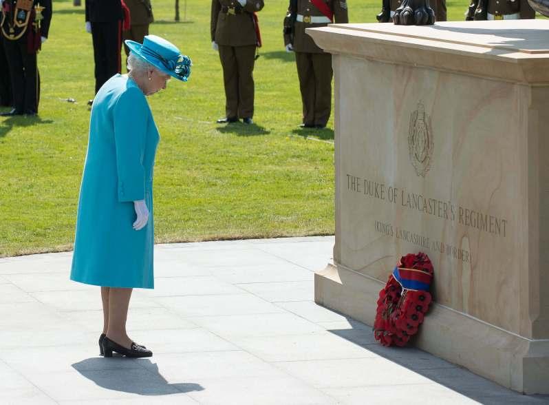 Königin Elisabeth weint, Queen Elizabeth weint, Queen Elizabeth II Tränen