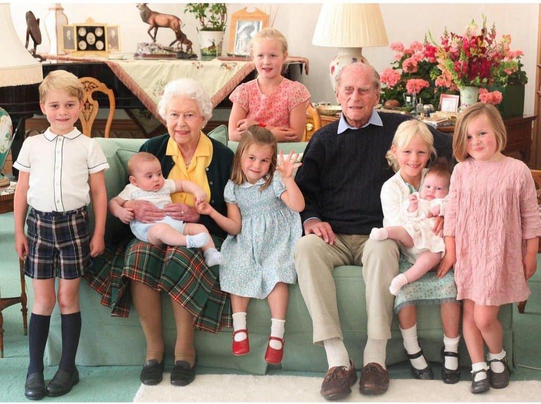 Britische-K-nigsfamilie-teilt-ungesehene-Familienfotos