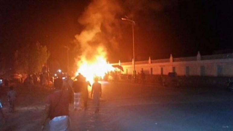 حريق هائل في محطة وقود بالضالع يلتهم ثلاث شاحنات محملة بالديزل