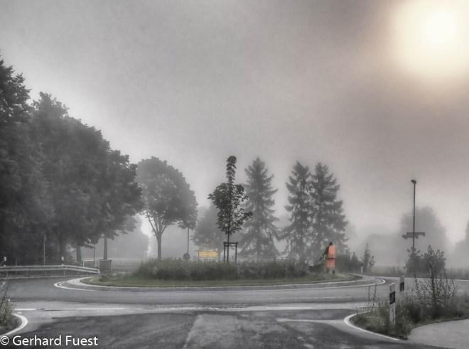 Der Bauhof Nordstemmen im Einsatz - im Morgennebel im Juli 2017